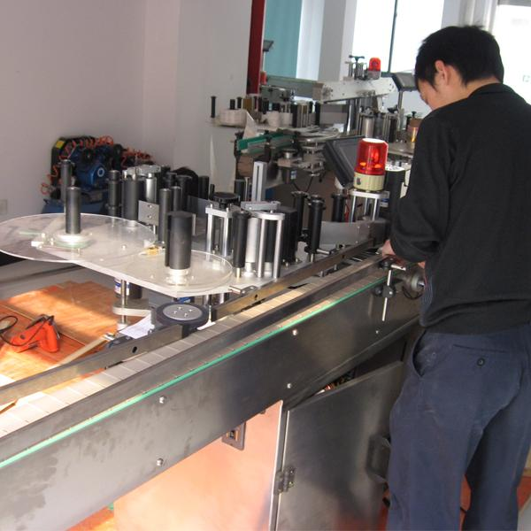 Etichettatrice automatica PLC Siemens con separatore di bottiglie per bottiglie d'acqua