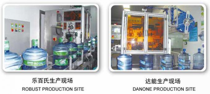 Etichettatrice per manicotti termoretraibili in acciaio inossidabile per bottiglie in PET per varie bottiglie CE