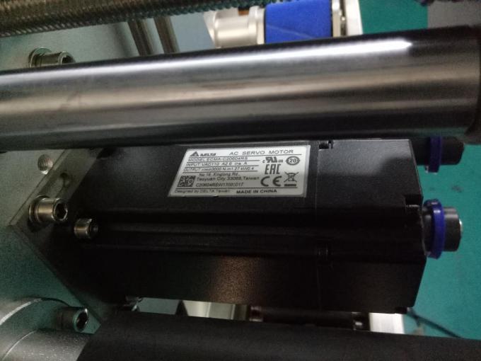 Etichettatrice per bottiglie quadrate su due lati per armadietto SUS304 con prodotti per la cura personale