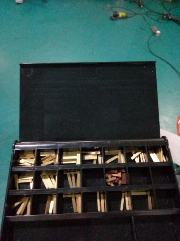 Etichettatrice automatica dell'autoadesivo laterale di Doubel dell'etichetta con il dispositivo di paging e la macchina di codifica