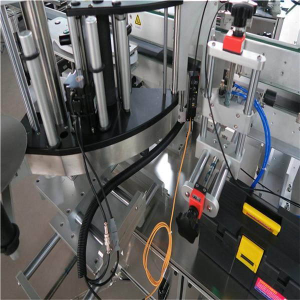 Etichettatrice / attrezzatura per bottiglie quadrate sul lato anteriore con riorientamento
