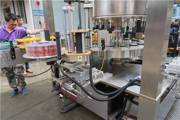 Singola bottiglia automatica piena piena dell'etichettatrice dell'autoadesivo del CE alata