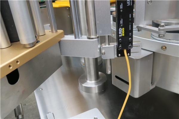 Etichettatrice rotativa ad alta velocità dell'autoadesivo con la cinghia di opzioni della macchina di rifornimento