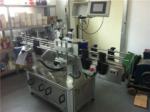 Applicatore di etichette adesive con velocità minima di 45 m per bottiglie d'acqua quadrate / rotonde / piatte