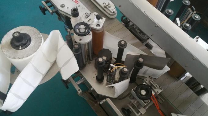Applicatore ovale dell'autoadesivo dell'etichetta delle bottiglie e delle borse, stampatrice autoadesiva dell'etichetta con il trasportatore lungo