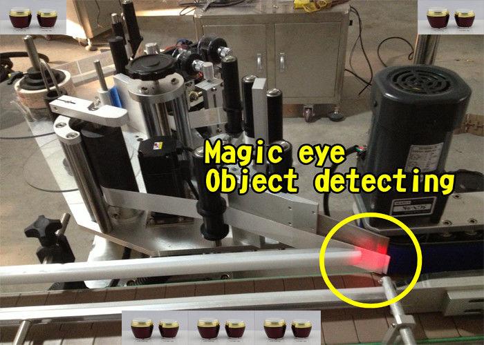 Applicatore automatico di etichette per bottiglie di miele