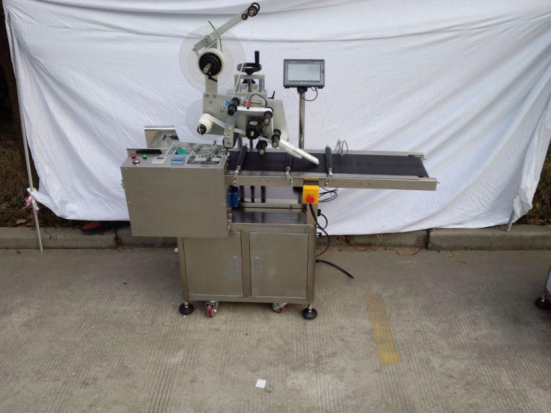 Servomotore dell'applicatore di etichette a superficie piatta in carta per borse a mano in Cina del noto fornitore del marchio Telta